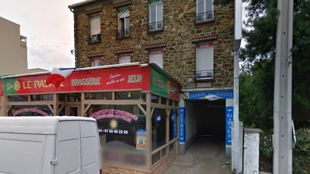 Ce restaurant de Draveil, dans l'Essonne, loue des chambres meublées au mois. C'est dans l'une d'elle qu'ont été retrouvés les corps.