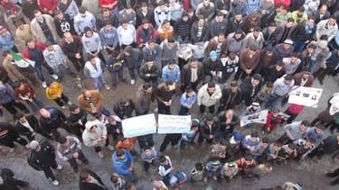 Manifestation à Homs, en Syrie. Les négociations ont repris entre les autorités syriennes et les opposants pour parvenir à l'évacuation des blessés se trouvant dans le quartier de Bab Amro à Homs, a indiqué samedi le Comité international de la Croix-Rouge