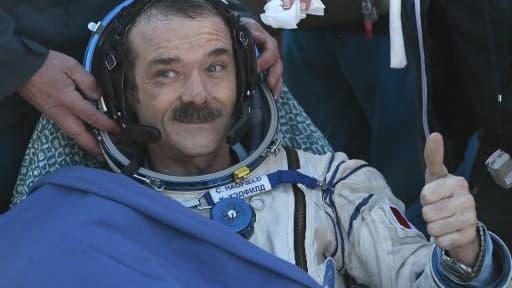 Chris Hadfield à son retour sur Terre le 14 mai 2013 à l'aéroport de Zhezkazgan au Kazakhstan, après une mission de 146 jours à bord de l'ISS