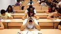 Un dixième mois de bourse sera versé aux étudiants à compter de la première quinzaine de septembre, une promesse de Nicolas Sarkozy estimée à quelque 160 millions d'euros par an. /Photo d'archives/REUTERS/Marcelo del Pozo