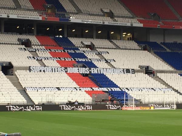 La banderole des supporters lyonnais au Groupa Stadium