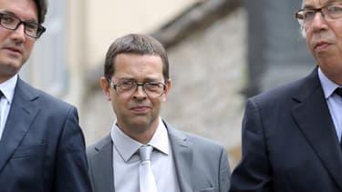Nicolas Bonnemaison à son arrivée à la cour d'assises de Pau, ce mercredi 11 juin, avec ses avocats Arnaud Dupin (g.) et Benoît Ducos-Ader.