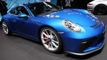Au salon automobile de Francfort, Porsche a dévoilé une 911 dotée d'un pack GT3 Touring.
