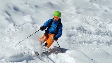 Un bonnet qui diffuse de la musique, des gants connectés.. le ski passe à l'heure du numérique