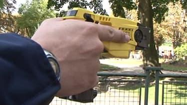 L'année dernière, le Taser a été utilisé à plus de 1.000 reprises par les policiers et les gendarmes,  contre 800 fois en 2011. Uen des raisons qui pousse le Défenseur des droits à vouloir mieux encadrer son utilisation.