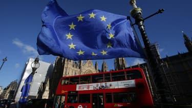 À défaut d'accord commercial, le Royaume-Uni se verrait appliquer les règles de l'Organisation mondiale du commerce (OMC), synonymes de barrières douanières et tarifaires.