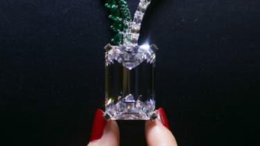 Le diamant vendu aux enchères.