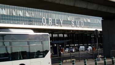 """Le patron d'Air Caraïbes estime que le temps d'attente aux contrôles à Orly-Sud a atteint """"un niveau extrêmement critique""""."""