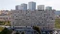"""Dans les quartiers nords de Marseille. Selon un rapport publié jeudi, les 751 quartiers classés """"zones urbaines sensibles"""" en France peinent à combler les écarts qui les séparent du reste de la population, en terme de chômage, de revenus, de logement, de"""