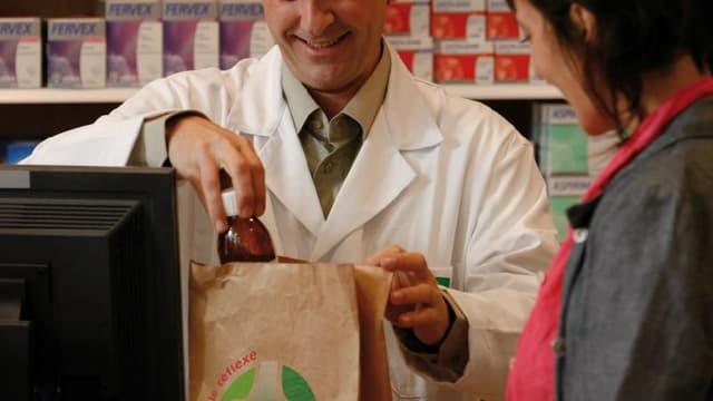77 % des Français rapportent leurs médicaments non utilisés dans les pharmacies (étude LH2-BVA). Pour les récalcitrants, Cyclamed lance une nouvelle campagne TV.