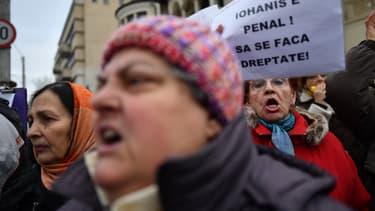 Des Roumains ont manifesté contre ce décret.