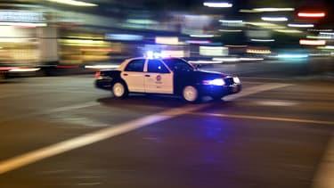 La voiture de police a pu faire ralentir la Tesla en mode semi-autonome en se plaçant juste devant et en décélérant.