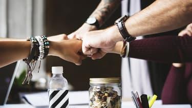 Les managers doivent rester en contact avec leurs équipes et savoir les challenger.