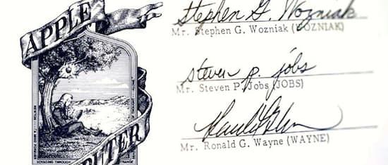 Trois noms figurent au bas de ce pacte signé le 1e avril 1976 : Steve Jobs, Steve Wozniak et Ron Wayne. 12 jours plus tard, ce dernier vendait les 10% de parts qu'il possédait pour 800 dollars. Aujourd'hui, elles vaudraient près de 60 milliards de dollars.