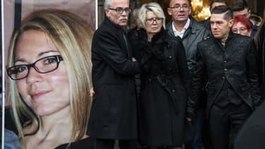 Les parents et l'époux d'Alexia Daval lors des obsèques de la jeune femme, le 8 novembre 2017.