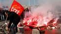 Manifestation sur le vieux port de Marseille. Les syndicats français ont appelé à deux nouvelles journées de manifestations et de grèves contre la réforme des retraites. /Photo prise le 21 octobre 2010/REUTERS/Jean-Paul Pélissier (FRANCE - Tags: EMPLOYMEN