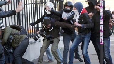 Un journaliste-photographe de l'AFP a été victime d'une agression d'une rare violence, dimanche, lors de la manifestation d'opposants au mariage homosexuel