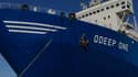 Le navire usine ODeep One, bloqué dans le port de Sète, dispose d'une ligne d'embouteillage à son bord, qui a été convertie pour produire des flacons de 600 ml de gel hydroalcoolique.