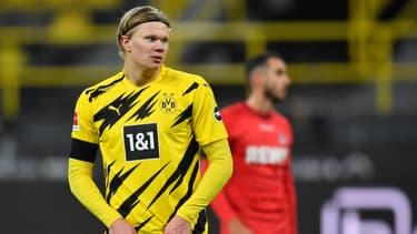 Erling Haaland songeur pendant un match du Borussia Dortmund