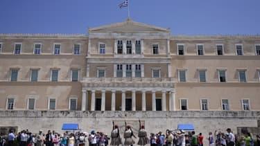 Le Parlement grec va devoir adopter d'ici le 15 juillet plusieurs réformes, notamment celles sur la TVA et les retraites.
