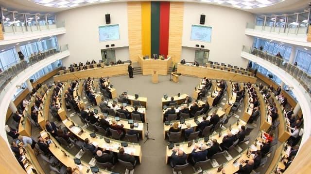 Quatre-vingt-dix députés sur 141 ont voté pour l'adoption de la loi.