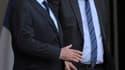 François Hollande et Pierre Laurent, secrétaire national du PCF, sur le perron de l'Elysée, lundi. Le chef de l'Etat a entamé lundi une série de consultations des partis politiques représentés au Parlement avant le sommet du G20 au Mexique et celui de Rio