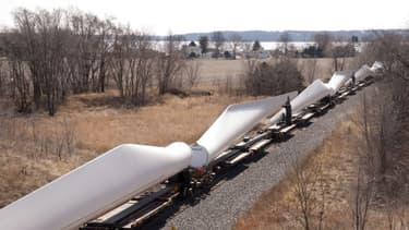 Les pales d'éoliennes rejoindront les champs de l'Iowa par voie ferroviaire.