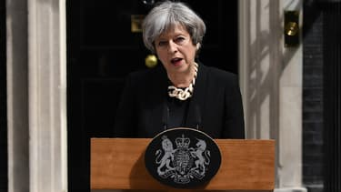 """La Première ministre britannique a appelé dimanche 4 juin à combattre """"l'idéologie terroriste"""" qui se répand via les réseaux sociaux."""