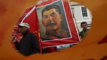 Un portrait de Joseph Staline déployé dans une rue de Londres, le 1er mai 2015.