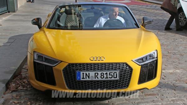 La R8 Spyder n'a pas été confirmée par Audi, mais les apparences ne trompent pas, il s'agit bien d'une déclinaison décapotable de la puissante R8.