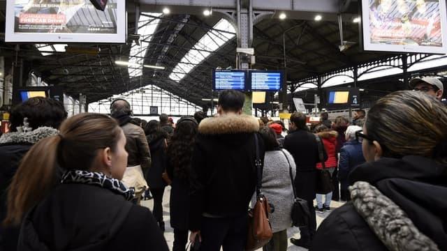 Le trafic des trains à Paris Saint-Lazare était totalement interrompu ce mercredi 13 juin . - MIGUEL MEDINA / AFP