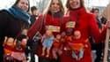 Manifestation des personnels des crèches à Paris qui protestent contre une réforme des règles d'accueil des bébés. /Photo prise le 11 mars 2010/REUTERS/Charles Platiau