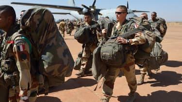 Des soldats fançais débarquant au Mali en janvier dernier.