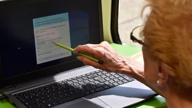 Les seniors sans emploi ni retraire sont en majorité des femmes (66%), se déclarent en moins bonne santé et sont moins diplômés que les autres seniors, souligne la Drees.