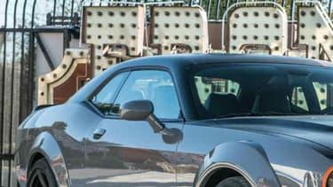 Au SEMA Show 2015, à Los Angeles, Dodge avait présenté une version quatre roues motrices de la Challenger, équipée du moteur V8 HEMI 5.7 de 450 chevaux et bâtie sur la transmission intégrale de la Charger Police.