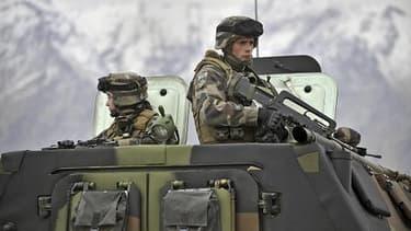 Soldats français lors d'une partrouille dans la vallée de la Kabissa en 2011