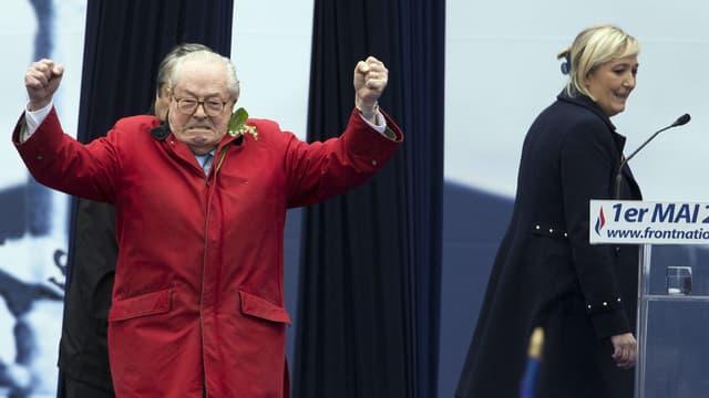 Près de 94% des adhérents du Front national ont approuvé les nouveaux statuts de leur parti, qui suppriment la présidence d'honneur, occupée actuellement par Jean-Marie Le Pen.