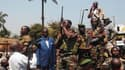 François Bozizé, le président centrafricain (en bleu), s'adresse à une foule de partisans, à Bangui. Les pays de la Communauté économique des États de l'Afrique centrale (CEEAC) ont annoncé samedi l'envoi de nouvelles troupes en République centrafricaine,