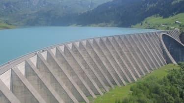 Le barrage de Roselend, situé dans le massif alpin