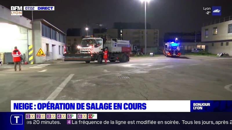 Lyon: jusqu'à 15 centimètres de neige attendus, des opérations de salage en cours