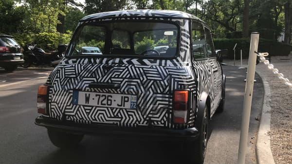 Le look d'une Mini ancienne, avec le charme de la motorisation électrique.