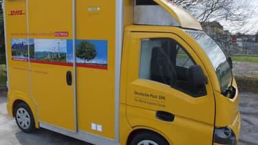 """DHL teste le """"Colibus"""" sur l'une de ses tournées à Bordeaux: ce véhicule propre a deux fois plus de capacités qu'une grosse camionnette"""