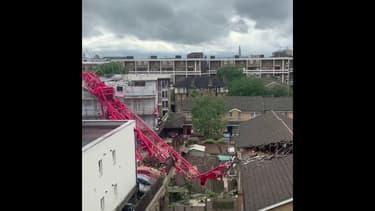 Une grue s'effondre sur des maisons à Londres et tue un habitant