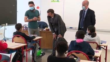 Emmanuel Macron visite une école de Melun (Seine-et-Marne) à l'occasion de la rentrée scolaire, le 26 avril 2021.