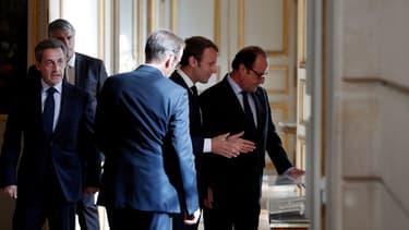 Emmanuel Macron entre François Hollande et Nicolas Sarkozy