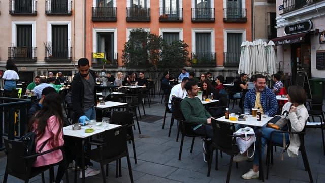 Terrasse de restaurant à Madrid (illustration)