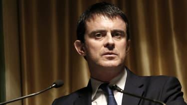 """Manuel Valls, ici le 6 mars à Paris, affirme n'avoir """"rien su"""" des écoutes du téléphone de Nicolas Sarkozy."""