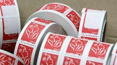 Le timbre rouge, pour une lettre prioritaire théoriquement distribuée le lendemain, grimpera de 1,16 à 1,28 euro le 1er janvier 2021