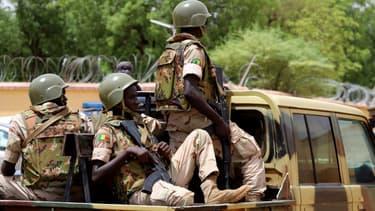 Soldats des forces armées maliennes en patrouille dans la région de Gao, le 24 juillet 2019