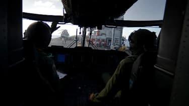 """Vue depuis un navire italien patrouillant au large des côtes de l'île de Lampedusa, dans le cadre de l'opération """"Mare Nostrum"""", le 25 octobre 2013."""